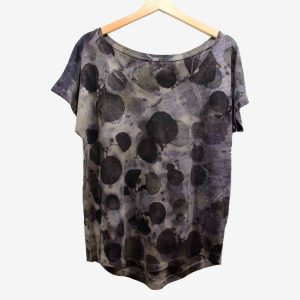 camiseta-mujer-wul-ecoprint-algodonorganico-tintesnaturales-ropavegana-ecoimpresion-camisetasecoprint-estampacionbotanica-UMA002M