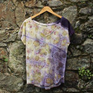 camiseta-mujer-wul-ecoprint-algodonorganico-tintesnaturales-ropavegana-ecoimpresion-camisetasecoprint-estampacionbotanica-UMA004M