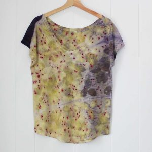 camiseta-mujer-wul-ecoprint-algodonorganico-tintesnaturales-ropavegana-ecoimpresion-camisetasecoprint-estampacionbotanica-UMA301M