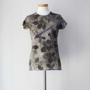 camiseta-mujer-ecoprint-wul-tintesnaturales-algodon-estampacionbotanica-BASIC592M