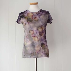 camiseta-mujer-ecoprint-wul-tintesnaturales-algodon-estampacionbotanica-BASIC609M