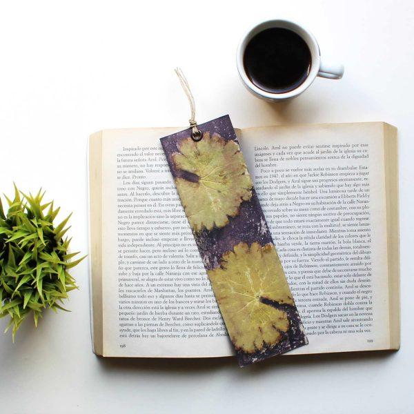 marcapaginas bookmark papel acuarela paper art estampado botanico ecoprint tintes naturales eco vegano