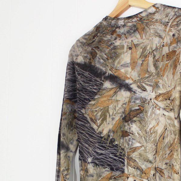 camiseta mujer estampado botanico ecoprint algodon sostenible tintes naturales